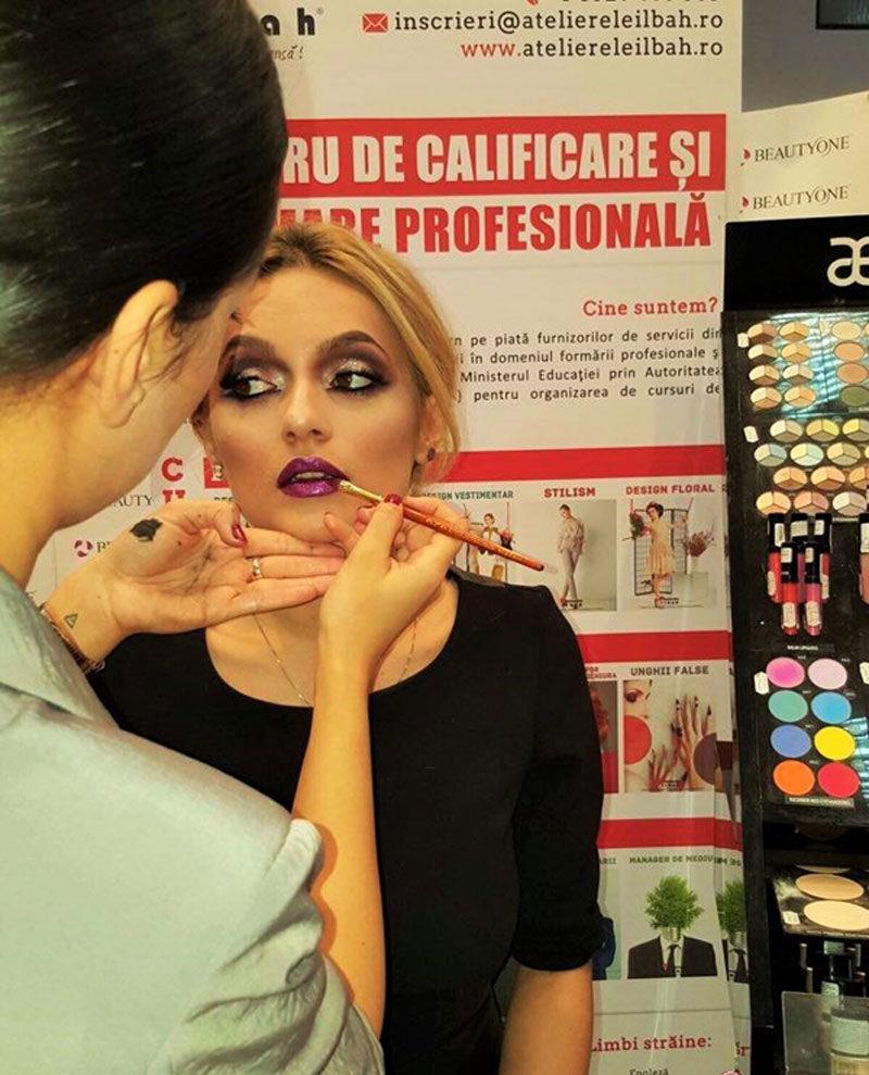 Demonstratie Machiaj Grafic De Podium La Cosmetics Beauty Hair