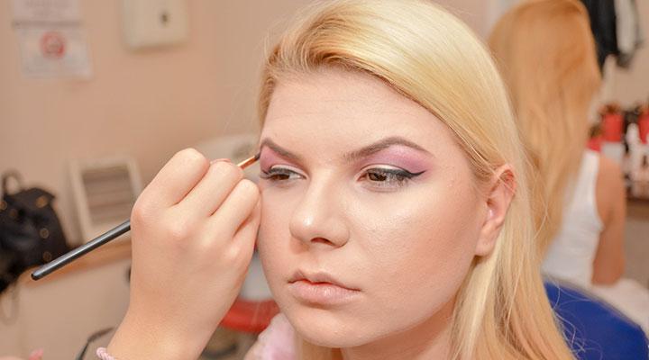 te-pui-cu-blondele-coafor-stilist-make-up-atelierele-ilbah-coperta-6